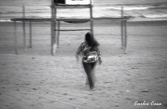 Ghost (Momentos onricos) (Carlos Casa) Tags: bw macro film beach analog canon eos 1 playa lucky 100 analogue ef carrete analogica rollo shd analogico f3545 35105mm 3545 35105 carloscasa