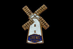 Drews Flour c1920s (Argy58) Tags: bristol advertising britain patents drews foodsafety vintageillustration selfraisingflour enamelbadge pins|buttons|badges foodlabelling precautionaryprinciple foodbrands vintagebadge organicandgmofreeworld drewsflour johndrewsonsflourmills