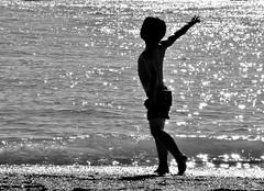 La imaginacin de Pablo (ZAP.M) Tags: playa retrato reflejos contraluz sanctipetri chiclana cdiz andaluca espaa nikon nikond5300 flickr zapm mpazdelcerro naturaleza beach