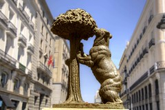 Center of Madrid (Tony Shertila) Tags: 20160812152850 esp geo:lat=4041690745 geo:lon=370288610 geotagged madrid sol spain europe weather day clear sky outdoor building architecture sculpture bear strawberrytree angle eagle lookingup