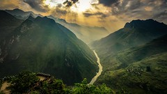 Sky, moutain and river (Ti Trn) Tags: mountain river sunlight sunset sunflare sunbeam lighting vietnam hagiang mountainpass cloudy clouds