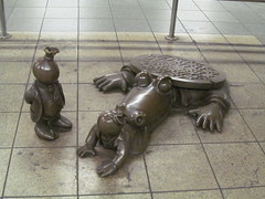 Sewer alligator (Quevillon) Tags: unitedstatesofamerica newyork newyorkcity manhattan midtownmanhattan meatpackingdistrict lifeunderground indeighthavenueline 14thstreeteighthavenue newyorkcitysubway art newyorkcitytransitauthority tomotterness