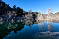 Embalse (93º EXPLORE - 08 - 01 - 2013) # 364 (Jose Casielles) Tags: color luz agua arboles pantano invierno reflejos yecla simetria cenajo embalsedelcenajo josecasiellesfotógrafo