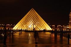 Paris, janvier 2013, Le Louvre 32 (paspog) Tags: light paris france night licht pyramid nacht louvre nuit pyramide lelouvre lumires pyramidedulouvre