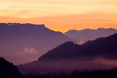 Croix du Nivolet - Lumière du matin (CGilles7) Tags: sky cloud france ciel savoie nuage lacdubourget aixlesbains culoz bugey massifdesbauges croixdunivolet lerevard laféclaz massifdebelledonne gilles7 vuedepuisculoz