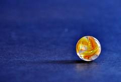 dolore (tilla0) Tags: giallo colori arancione vetro dolore biglia