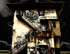 spooky villa (FotoTrenz NRW) Tags: spookyvilla geisterhaus spukhaus creepy verlassen ruine halloween abandoned bruchbude alt dunkel nacht mitternacht gruslig geisterstunde verfallen photoshop