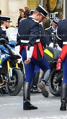 bootsservice 16 490460 1 (bootsservice) Tags: arme army uniforme uniformes uniform uniforms bottes boots riding boots weston moto motos motorcycle motorcycles motard motards motorcyclists motorbike gants gloves gendarme gendarmes gendarmerie nationale parade dfil 14 juillet bastille day champs elyses paris