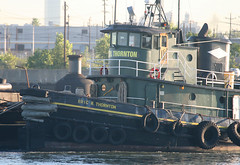 ERIC R THORNTON in New York, USA. August, 2016 (Tom Turner - SeaTeamImages / AirTeamImages) Tags: thornton ericrthornton green tug tugboat vessel spot spotting channel water waterway kvk killvankull tow towing tomturner statenisland newyork nyc bigapple usa unitedstates marine maritime pony port harbor harbour transport transportation bow tires