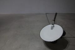 作品名稱:Kalte Platte Cold Plate  | 年代:2016 | 媒材:動力雕塑 | 尺寸:31X29X31cm Title : Kalte Platte Cold Plate  | Year: 2016 | Media : Kinetic Sculpture  | Size: 31X29X31cm (VTartsalon 官方相簿) Tags: second hand emotion ─alexander laner sofie bird møller double solo exhibition vtartsalon 非常廟藝文空間
