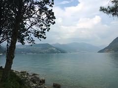 (Paolo Cozzarizza) Tags: italia lombardia bergamo parzanica acqua lago lungolago riflesso panorama cielo alberi pietra