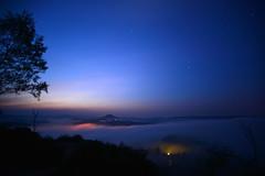Blaue Stunde (Sandsteiner) Tags: sonnenaufgang sunrise nachtaufnahme herbst zirkelstein winterberg rosenberg nebel fog elbsandsteingebirge sandsteiner