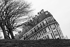 La casa torcida (espinozr) Tags: winter bw house paris france building tree casa hill edificio montmartre fav20 illusion carolina invierno colina fav30 francia colossal 73 fav10 rbol 2013 fav40 cool7 cool8 uncool3 iceboxcool wwwthisiscolossalcom