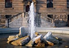 freeze! (HJK Photography) Tags: motion ice water fountain brunnen freeze icing courthouse schweinfurt schillerplatz