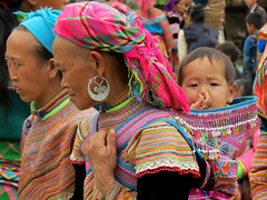 Flower Hmong mother and baby (Linda DV (back, catching up)) Tags: travel baby cute canon children geotagged kid asia southeastasia child market young culture vietnam kind tribe ethnic minority enfant babysling hmong 2012 babycarrier papoose bacha ethnicminority flowerhmong bắchà laocaiprovince variegatedhmong culturaltravel lindadevolder powershotsx40 ethnictravel