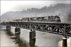 Winter Westbound at Beaver Falls (Images by A.J.) Tags: new railroad bridge winter snow train river tren brighton pennsylvania ns norfolk eisenbahn rail railway trains falls beaver southern pa ge bahn treno chemin trein ferrocarril  ferroviario   ferroviaire