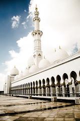 Minaret (sabrinauh) Tags: sky architecture clouds design skies minaret uae arches mosque abudhabi dome unitedarabemirates sheikhzayed sheikhzayedmosque sheikhzayedgrandmosque
