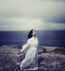 A distant memory (Deltalex.) Tags: ocean sky cliff ingrid girl birds clouds meetup thegap australia sailboats clifftop whitedress deltalex ingridendel ineedtoquitbeingsopickyaboutwhatiupload