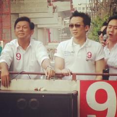 "SMS go6TV - ""ยิ่งลักษณ์-พานทองแท้"" พา ""พงศพัศ"" #Vote9 ขึ้นรถแห่รอบฝั่งธนฯ ก่อนขึ้นเวทีปราศรัยใหญ่ ณ ลานกีฬาสวนหลวงพระราม 8 (ใต้สะพานพระราม8) #PTCyberTalk"