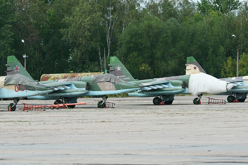 Sukhoi Su-25SM Frogfoot 'RF-93050 / 21 red' & 'RF-93052 / 25 red'