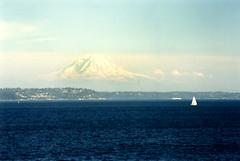 Mount Rainier and Puget Sound (Martin van Duijn) Tags: seattle ferry geotagged island washington mount rainier cascades sound bainbridge puget geo:lat=4757652607868987 geo:lon=12245223985156247