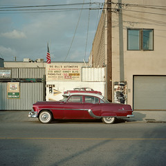 big bill's automotive. venice beach, ca. 2013. (eyetwist) Tags: auto california street venice red color classic 120 6x6 mamiya film car analog vintage square star la losangeles los mural industrial angeles kodak maroon flag chief 1954 icon ishootfilm sidewalk negative driveway socal wires repair venicebeach medium format pontiac analogue mamiya6 portra westla abbot emulsion kinney 75mm c41 160nc primes kodakportra160nc angeleno eyetwist 6mf starchief mamiya6mf theicon ishootkodak f35l epsonv750pro recentlyprocessedfilm filmexif filmtagger eyetwistkevinballuff mamiya75mmf35l colornegativec41 mamiya50mmf4l bigbillsautomotive beautifuldowntownvenice