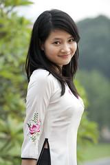 V053 Vietnamese girl in Ao Dai - Hanoi (VesperTokyo) Tags: white girl asia dress vietnam hanoi aodai nikond3