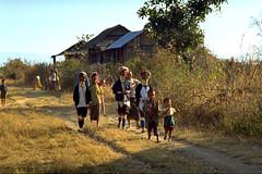 Burma, near Loikaw, 1996 (Foooootooooos) Tags: analog burma myanmar analogue ektachrome birma afternoonsun shanstate padaung birmanie nikonfg loikaw