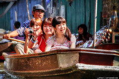 Girls-Riding-Paddle-Boat-at-Thailand-Floating-Market (Captain Kimo) Tags: girls asian thailand japanese tourist floatingmarket photomatixpro singleexposurehdr topazplugins