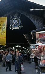 MERCADO DE LA BOQUERIA EN RAMBLAS, BARCELONA (Manel Armengol C.) Tags: barcelona espaa spain gente catalunya lasramblas 90s catalua mercatdelaboqueria lesrambles mercadodelaboqueria mercatdesantjosep rambladebarcelona mercadodesantjosep ramblasdebarcelona barcelonacatalunya barcelonaprovincia mercatmunicipal genteenelmercado
