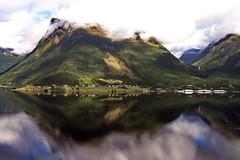 Massiv spegling - - Massive reflection (erlingsi) Tags: liadalsnipa sky skyporn lystad nrestranda rsta bjrnastighornet noreg rstafjorden sunnmre spegling reflection fjell mountains fjord skorgeura stille serene scandinavia landscape
