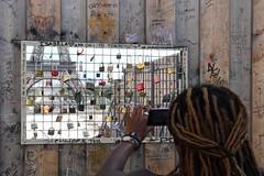 - (.urbanman.) Tags: trocadro paris fentre grillage toureiffel cadenas fer