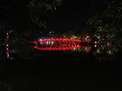 Hoan Kiem lake (Miaamalie) Tags: hoankiemlake hoankiem vietnam hanoi oldquarter beautiful stunning red bridge holy lights redlights