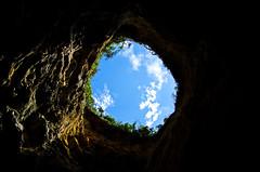Le ciel vu d'une grotte... (nolyaphotographies) Tags: crozon morgat finistere bretagne france nikon grotte cave ciel