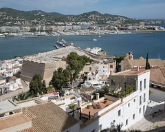 * (Cees Willems) Tags: ibiza spain espana oldtown city old ancient fortress wall bay sea mediterrean water blue hill harbour boat castle village posh color colour ceeswillems 5dm3 40stm