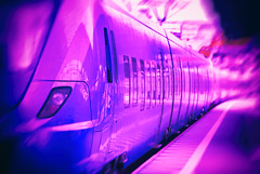 Purple train in motion [explored 2016-09-25] (Maria Eklind) Tags: trainstation lund fotosondag purple train gillalila tg lila fs160925 city pgatg skneln sverige se depthoffield dof blur