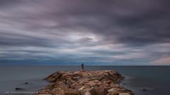 Autorretrato con sombrero (Jucar.) Tags: juancarlosparacuellos mar cielo cambrils autorretrato nubes purismo largaexposicin densidadneutra