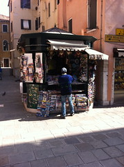 News papers and souvenirs, Venice, IT (BuonCuore) Tags: street food coffee car truck snacks van cart sales vending olsen concession grumman foodtruck stepvan streetsales