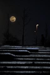 Escaleras al cielo (lvaro Fernndez Maza) Tags: las atardecer photo al nikon luna amarillo cielo nocturna nikkor llamas santander vr escaleras maza fotografa lvaro contaminacin 55200 lumnica d5100 fernandez