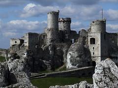 Ogrodzieniec (DoctorMP) Tags: tower castle castles spring towers poland polska jura walls wiosna zamek skay mury ruiny ogrodzieniec wiea wiee zamki podzamcze jurakrakowskoczstochowska krakowskoczestochowska baszty