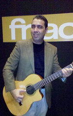 "Show na Fnac da AV. Paulista- SP • <a style=""font-size:0.8em;"" href=""http://www.flickr.com/photos/92745849@N04/8429956828/"" target=""_blank"">View on Flickr</a>"