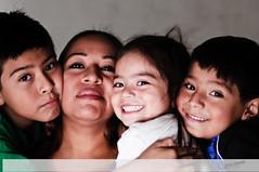 Familia (VictorElizondoSeelbach) Tags: retratos 85mmf18 nikond300s
