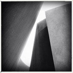 3/22/13 (Sharon LuVisi) Tags: cameraphone california blackandwhite bw sculpture abstract art monochrome museum mono pod steel curves angles highcontrast monotone potd stanford paloalto publicart 365 sequence textured richardserra iphone photooftheday melodie cantorartscenter 2013 stteel 32213 mobilephotography irisandbgeraldcantorcenterforvisualarts iphone365 iphoneography aobw hipstamatic 3652013 snapseed