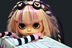 Come on! put me insite the space-time capsule! (♥PAM♥dolls♥) Tags: cute dreadlocks doll sweet goggles blythe piercings cyberpunk pamdolls