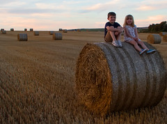 IMG_9953 (ct_purley) Tags: hay bales isle wight canon 7d fields sunny children brother sister
