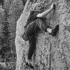 high-stepping (sami kuosmanen) Tags: movement move exposure etel europe expression mets man mies mustavalko suomi finland forest foto funny face fun ilme bouldering climbing kiipeily rockclimbing granite pinsi graniitti rock stone pipo beanie woolenhat