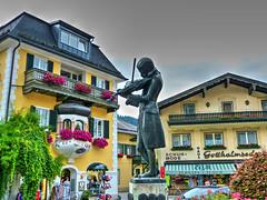 St. Gilgen (etoma/emiliogmiguez) Tags: stgilgen salzkammergut salzburgo austria sterreich wolfgangsee pueblo plaza mozart