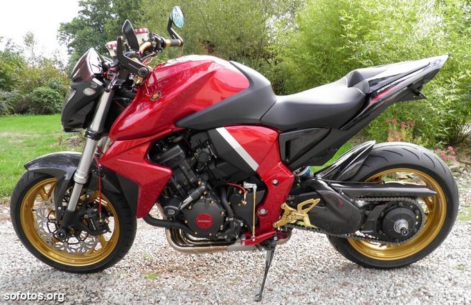 Honda CB1000R Vermelha