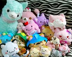 cute pile! (savingcapulet) Tags: pink japan club cat toys japanese pastel kitty ufo kawaii prize neko maruneko arpakasso club