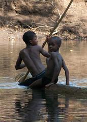 Jeu d'eau sur la Ftor (Justinsoul) Tags: africa people guinea afrique conakry guine  peul  fouta foutajalon peuls  guina justinsoul